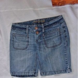 AEO size 4 blue distressed jean shorts womens